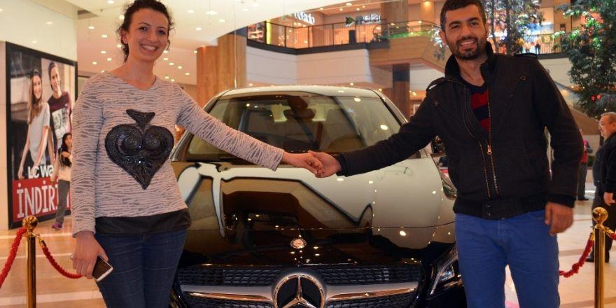 Piazza'dan yaptığı alışveriş lüks otomobil kazandırdı