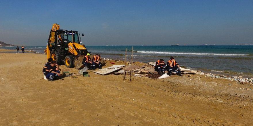 Kilyos sahilindeki temizleme çalışmaları havadan görüntülendi