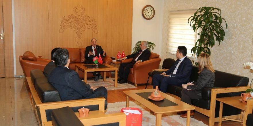 Erdoğan Özel Kuvvetleri ziyaret etti