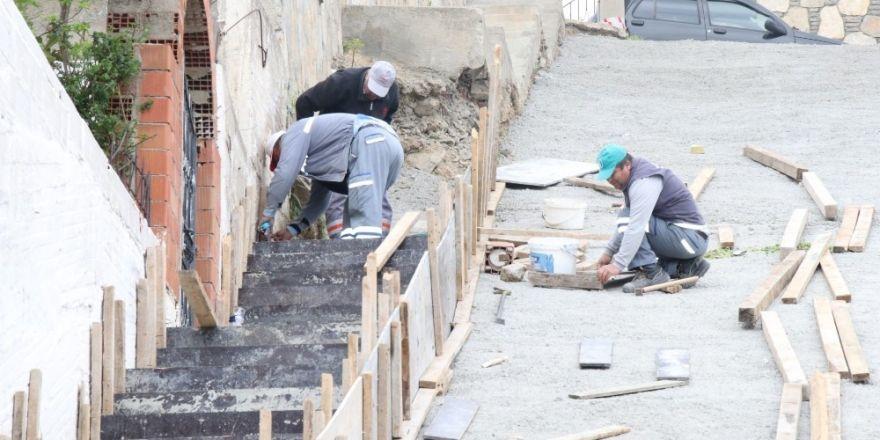 Belediye ekipleri Yokuşbaşı ve Kumbahçe'de çalışmalarını sürdürüyor