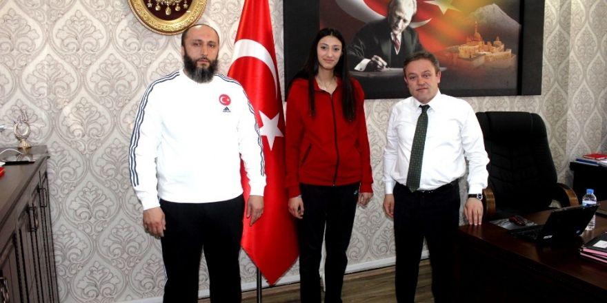 Ağrı'lı genç Taekwondocu Hacer Türkiye üçüncüsü oldu