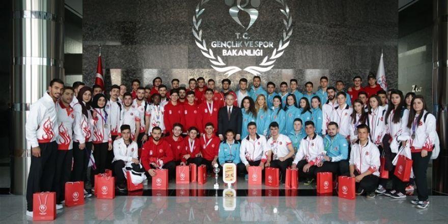Düzce Belediyespor sporcusu Dilara Bozan bakan huzurunda