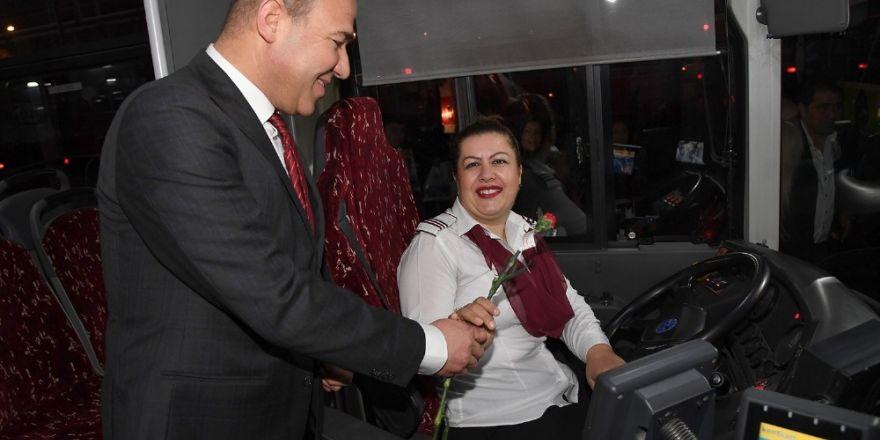Başkan Sözlü'den kadın şoförlere jest