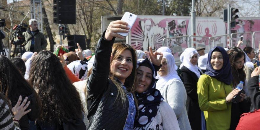 Diyarbakır'da Kadınlar Günü mitingi