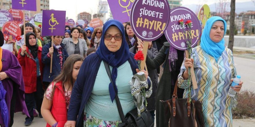Nilüfer'de kadınlardan sessiz yürüyüş