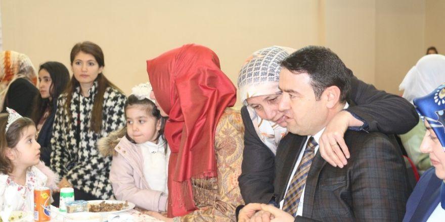 Sakık'ın yerine kayyum olarak Belediye Başkanı atanan Vali Işın:
