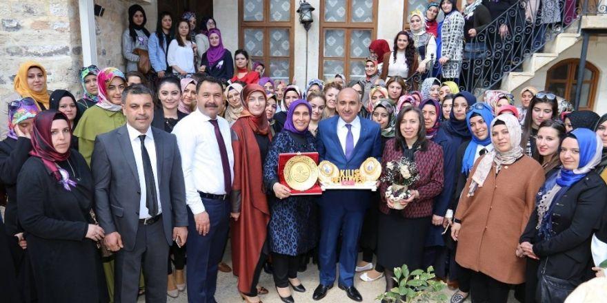 Belediye Başkanı Kara, konaklardaki bayanları ziyaret etti