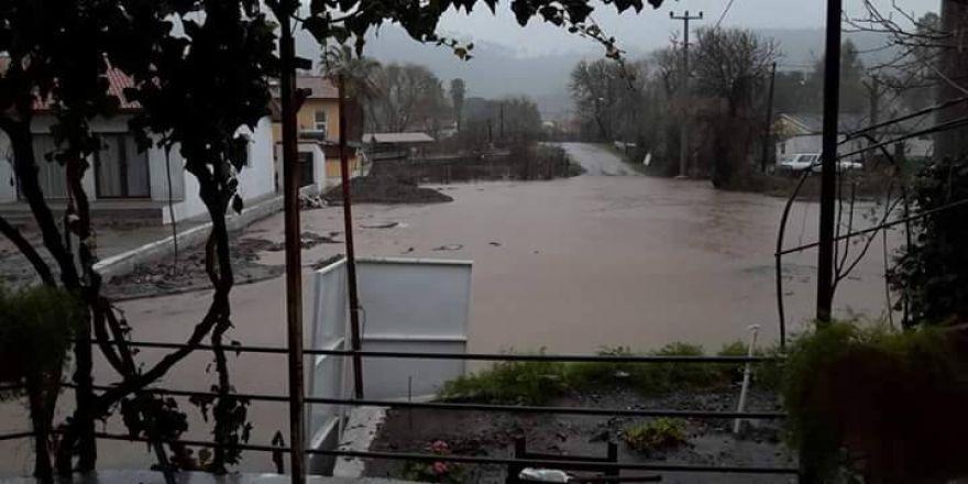 Marmaris'te aşırı yağış su taşkınlarına neden oldu