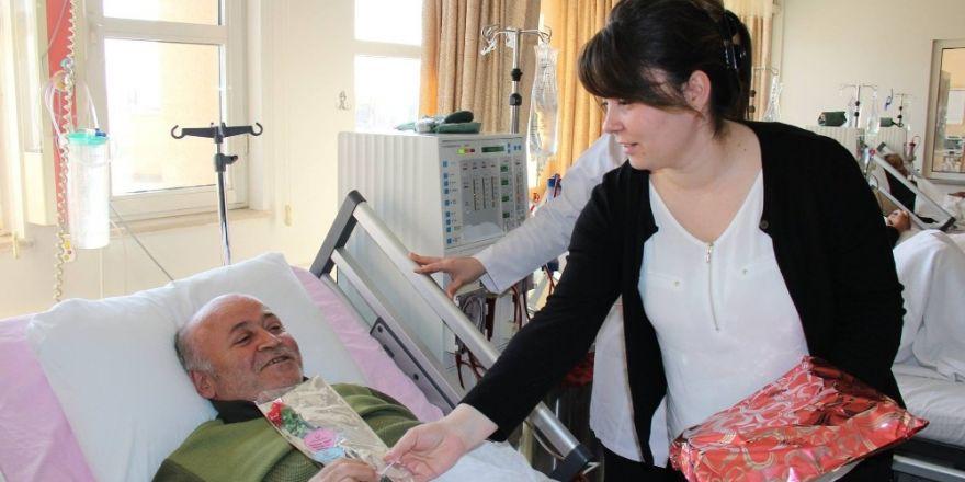 Dünya Böbrek Gününde diyaliz hastaları unutulmadı