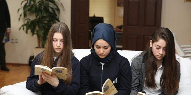 Öğrenciler Başkan Dişli ile birlikte kitap okudu