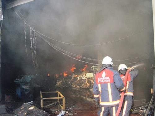 Tuzla'da Fabrikada Yangın