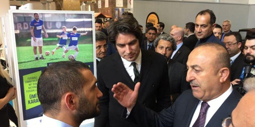 Bakan Çavuşoğlu, Kuşadası standını ziyaret etti