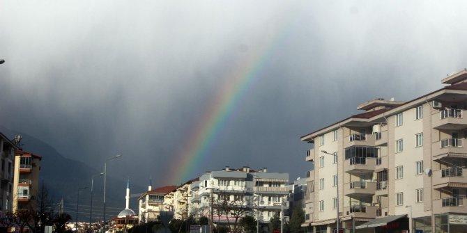 Denizli'de gökyüzü renkten renge girdi