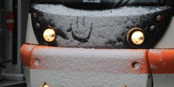 Kar yağışını gülümseyerek karşıladılar