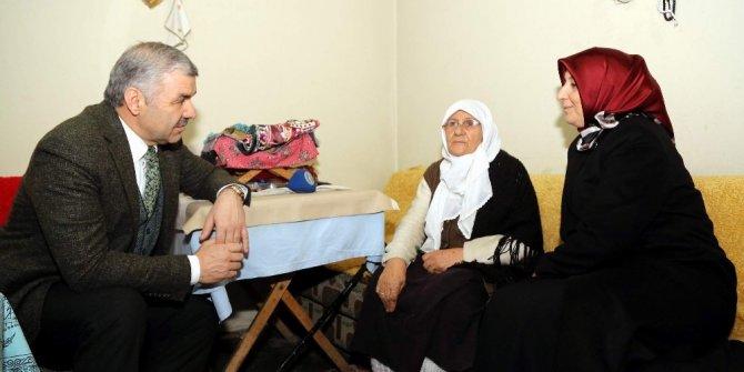 Başkan Çelik ve eşi YADES hizmeti alan yaşlıları evlerinde ziyaret etti