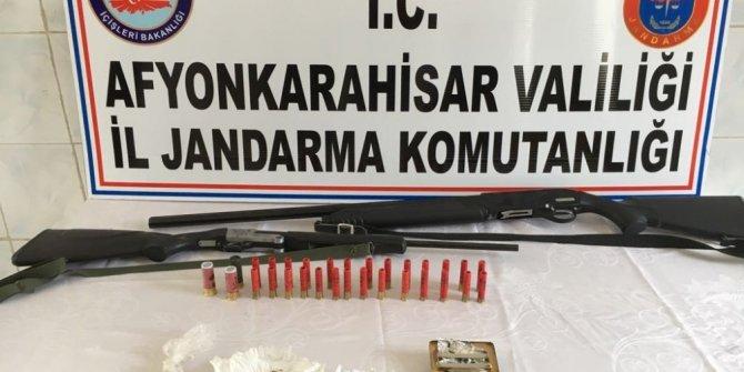 Jandarmadan 2 eve uyuşturucu madde baskını