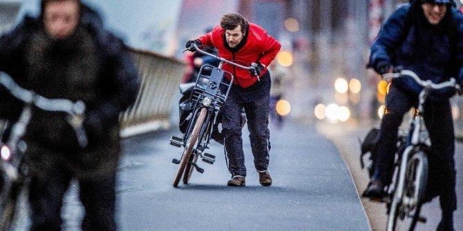 Hollanda'da meteoroloji kırmızı alarm verdi