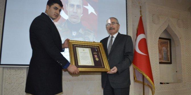 """Mardin'de şehit yakınları ve gazilere """"Devlet Övünç"""" madalyası verildi"""