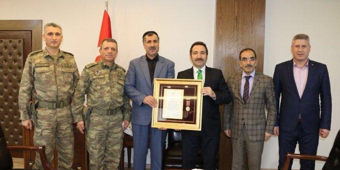 Bingöl'de  Şehit yakınları ve Gazilere 'Devlet Övünç Madalyası'