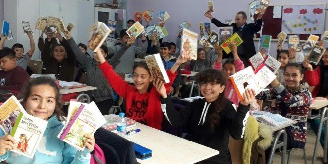 GAÜN öğrencilerinden Yazıkent Mürşide Akçay Ortaokulu'na kütüphane