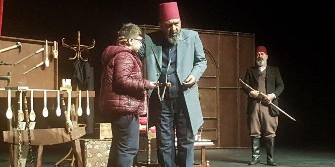 """Bartın'da """"Usta"""" adlı tiyatro oyunu sergilendi"""
