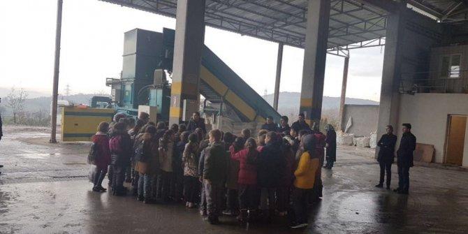 Büyükşehir Belediyesi öğrencilere geri dönüşümü anlattı