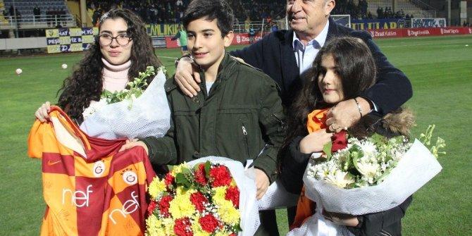 Fatih Terim, Fethi Sekin'in çocuklarına forma hediye etti