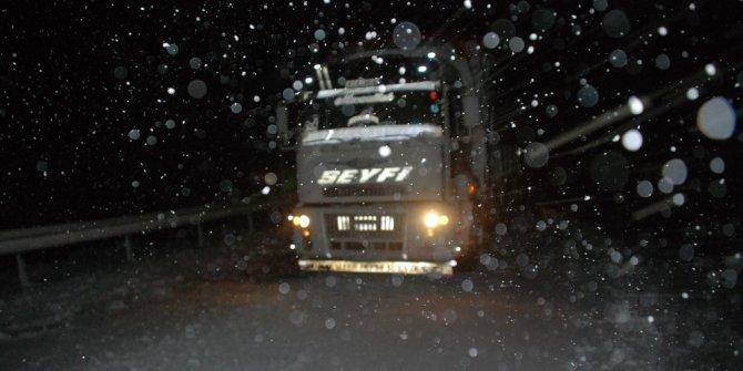 Tokat'ta kar yağışı ve tipi ulaşımı olumsuz etkiliyor