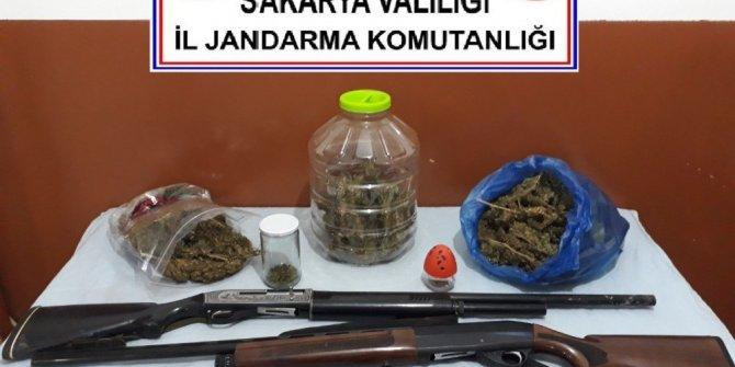 Sakarya'da jandarmadan beş ayrı adrese operasyon: 4 gözaltı