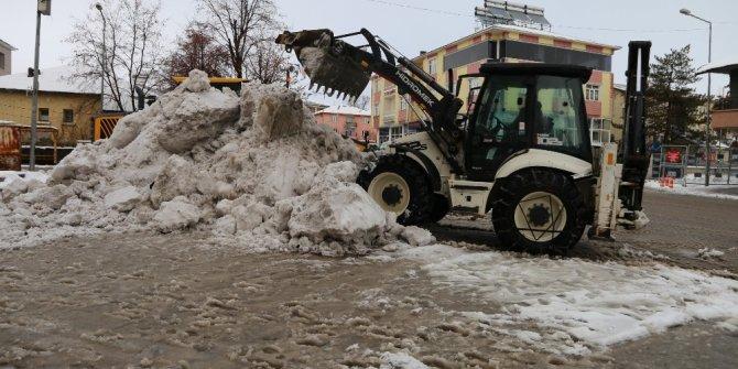 Varto'da kar temizleme çalışması