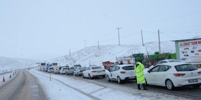 Kayan tır nedeniyle yol trafiğe kapandı