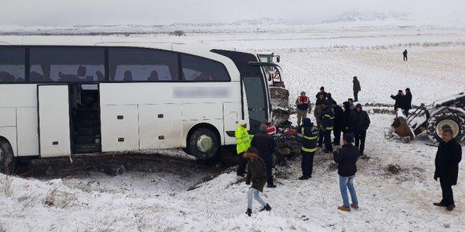 Kahramanmaraş'ta yolcu otobüsü ile otomobil çarpıştı: 1 ölü, 2 yaralı