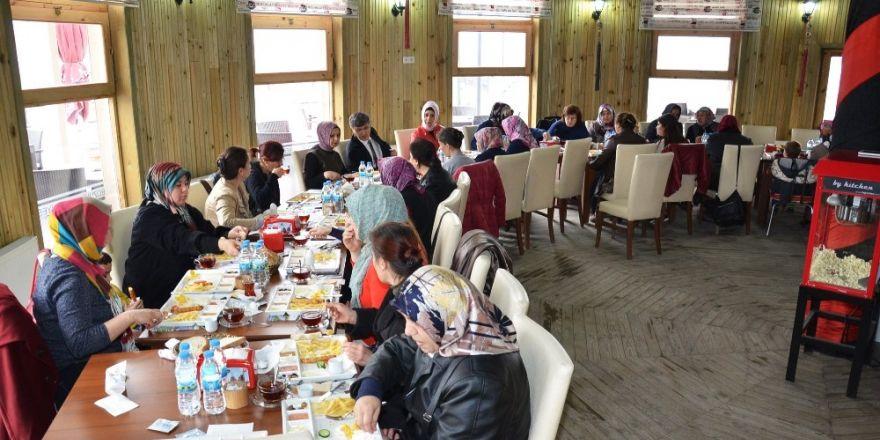 Başkan Yardımcısı Avcıoğlu Tekke Mahallelilerin taleplerini dinledi
