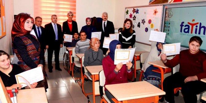 Konya'da özel öğrencilerin karne heyecanı