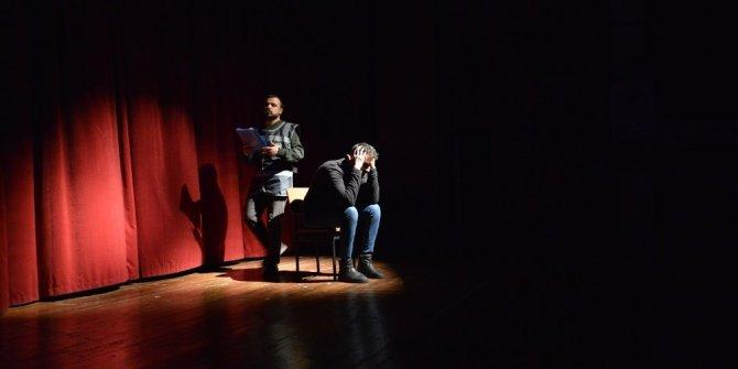 Yeşilyurt Belediyesi Tiyatrosu 'Kayıp Hayatlar' oyununu sahneledi