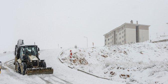 Malatya'da kar yağışı 300'e yakın mahalle yolunu ulaşıma kapadı