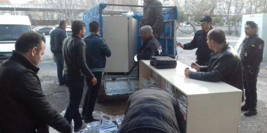 Çalıntı araçla sigara kaçakçılığı yaparken yakalandılar