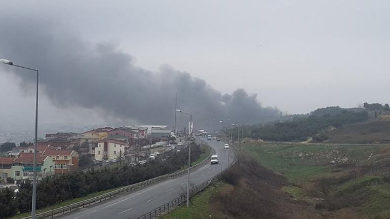 İstanbul'da Tüyap fuarı yakınlarında helikopter düştü