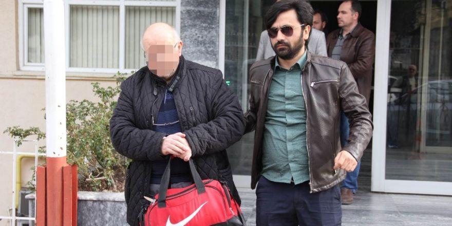 Aydın'da 56 yaşındaki Mahiye Teyzenin evinden 3 kamyon çöp çıktı