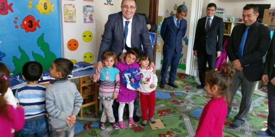 Hasankeyf'te bin 621 öğrenciye kıyafet yardımı yapıldı