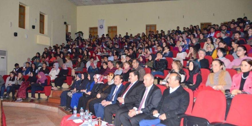 """Üniversite öğrencileri tarafından """"İstanbul efendisi"""" adlı tiyatro oyunu sahnelendi"""