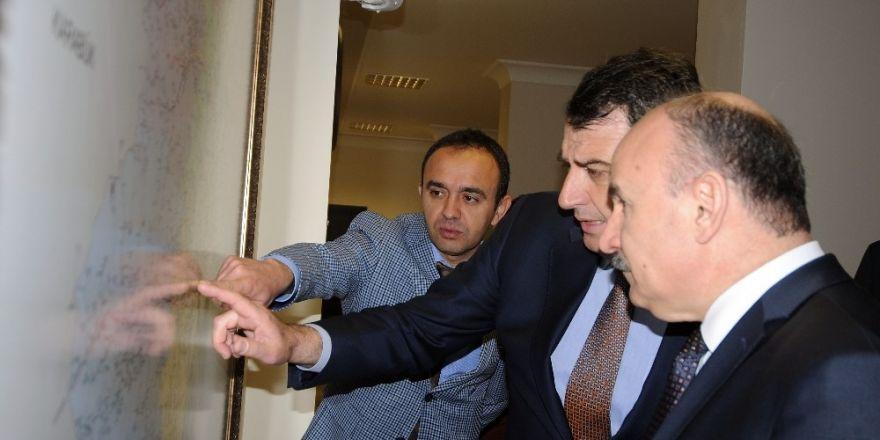 Vali Karadeniz, İl Özel İdaresinden bilgi aldı