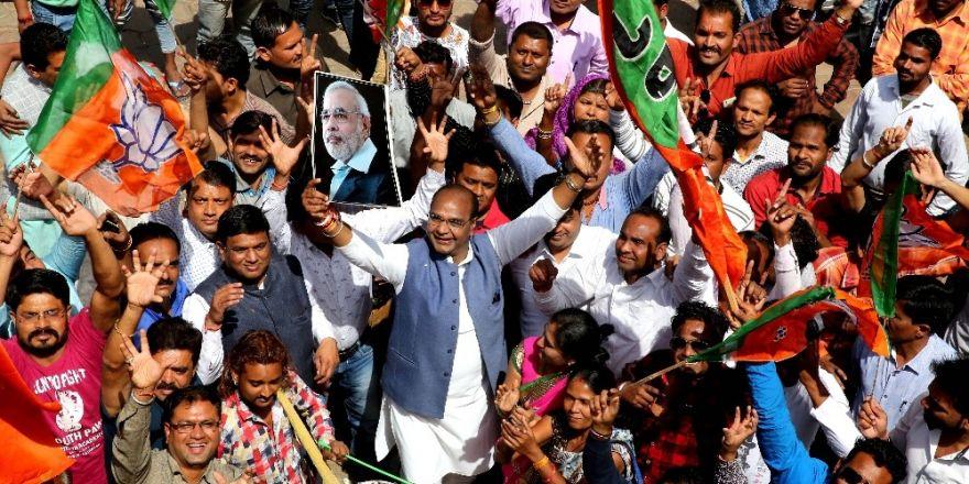 Hindistan'da eyalet meclis seçimleri açıklanıyor