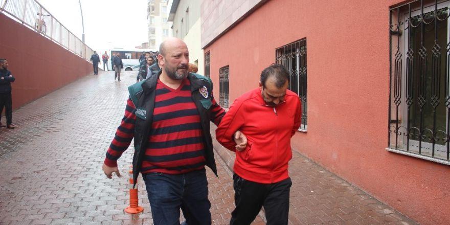 Şafak operasyonunda gözaltına alınan 12 kişi adliyeye sevk edildi