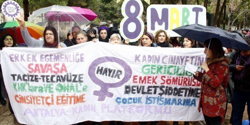 Kadınların yürüyüşüne izin verilmedi