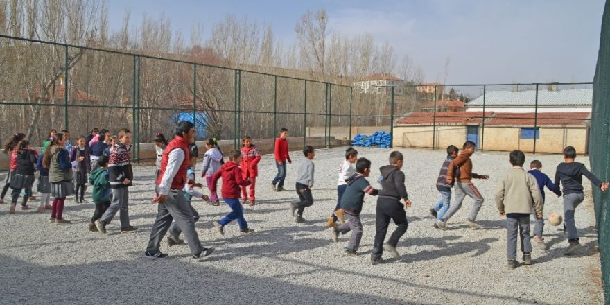 Bünyan Belediyesi 5 Mahalleye daha Halı Saha Yapıyor