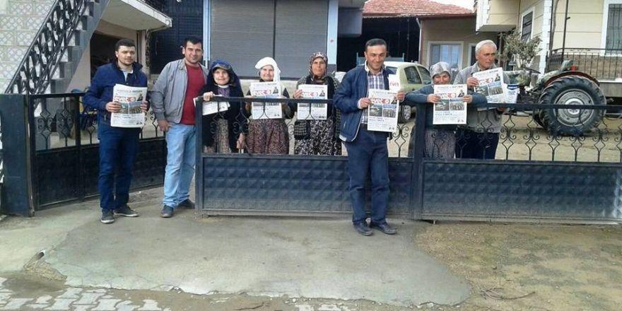 """Sarıgöllü AK gençler """"Evet"""" gazetesi dağıttı"""