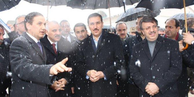 Bakan Tüfenkci, Kapıköy Sınır Kapısı'nda incelemelerde bulundu