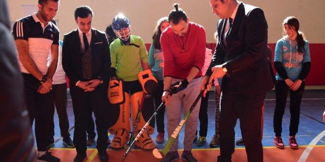 İpekyolu Belediyesi'nden hokey takımlarımıza destek