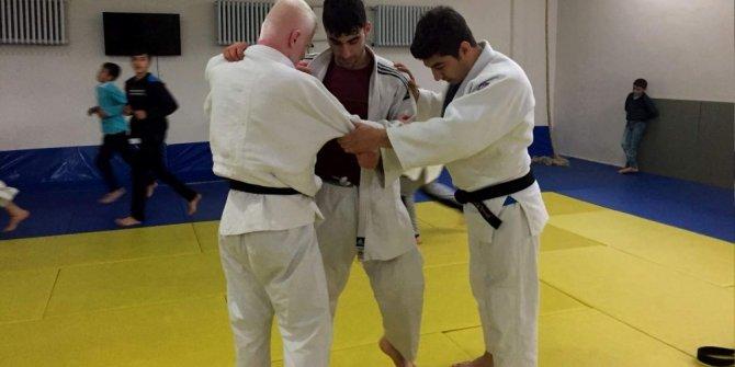 Siirtli görme engeli judocular engel tanımıyor